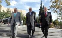 O Πρόεδρος της Ελληνικής Δημοκρατίας κ. Προκόπιος Παυλόπουλος, ο Πρόεδρος του Μουσείου Ακροπόλεως κ. Δημήτριος Παντερμαλής και ο Πρόεδρος του Συλλόγου των Αθηναίων κ. Ελευθέριος Σκιαδάς κατά την είσοδό τους στο Μουσείο της Ακροπόλεως.