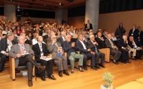 Άποψη της αιθούσας του Μουσείου της Ακροπόλεως κατά τη διάρκεια της πρώτης ημέρας του Διεθνούς Συνεδρίου. Στην πρώτη κεντρική σειρά καθήμενοι από δεξιά: ο Πρόεδρος της Ελληνικής Δημοκρατίας κ. Προκόπιος Παυλόπουλος, ο Πρόεδρος της ΚΕΔΚΕ κ. Γεώργιος Πατούλης, ο βουλευτής Α΄Αθηνών κ. Νικήτας Κακλαμάνης, ο Επίτιμος Πρόεδρος του Συλλόγου των Αθηναίων κ. Ευάγγελος Μουστάκας,