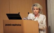 Η Δρ. Έλενα Κόρκα, αρχαιολόγος, Προϊσταμένη Γενικής Διευθύνσεως Αρχαιοτήτων και Πολιτιστικής Κληρονομιάς κατά τη διάρκεια της εισηγήσεώς της.