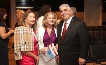 Ο Πρόεδρος του Συλλόγου των Αθηναίων κ. Ελευθέριος Σκιαδάς με μέλη του Συλλόγου των Αθηναίων.