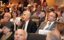 Κατά τη διάρκεια των ερωτήσεων μετά τις ομιλίες των νομικών κατά τη δεύτερη ημέρα του Συνεδρίου.
