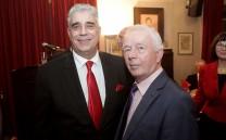 Ο Πρόεδρος του Συλλόγου των Αθηναίων κ. Ελευθέριος Σκιαδάς με τον Ιδιοκτήτη των Πολυκαταστημάτων HONDOS CENTER Ομονοίας κ. Νίκο Χόντο.