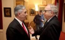 Ο Πρόεδρος του Συλλόγου συνομιλεί με τον κ. Κωνσταντίνο Κατσιγιάννη, τ. Γενικό Διευθυντή ΕΟΤ.