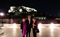 O Πρόεδρος του Συλλόγου των Αθηναίων κ. Ελευθέριος Γ. Σκιαδάς με τις Κυρίες Βάνα Κοντομέρκου, Πρόεδρο Συλλόγου Αθηναίων Νέας Υόρκης και Ευφροσύνη Γεωργιάδου Μέλος ΔΣ Συλλόγου Αθηναίων Σίδνεϋ