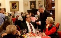 Ο Πρόεδρος του Συλλόγου Ελ. Σκιαδάς συνομιλεί με το μέλος του Συλλόγου κ. Ι. Τσάκωνα.
