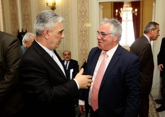 Ο Πρόεδρος του Συλλόγου των Αθηναίων κ. Ελ. Σκιαδάς με τον Γενικό Γραμματέα του Δήμου Ασπροπούργου κ. Αθανάσιο Χούπη.