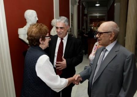 Ο Πρόεδρος του Συλλόγου των Αθηναίων κ. Ελ. Σκιαδάς με το Επίτιμο Μέλος κ. Ευάγγγελο Μουστάκα και την κ. Ράνια Γέροντα.
