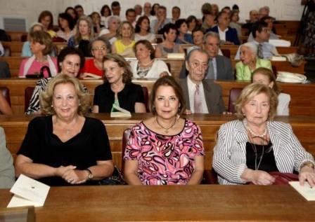 Άποψη της αίθουσας. Διακρίνονται στην πρώτη σειρά οι κ.κ. Μαρία Σούρδη, Ειρήνη Ξακουστή και Σάκη Κυπραίου.