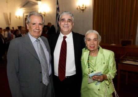 Ο Πρόεδρος του Συλλόγου των Αθηναίων κ. Ελ. Σκιαδά με την Πρόεδρο του Συλλόγου Φίλων Μεροπείου Φιλανθρωπικού Ιδρύματος κ. Έλια Θανογιάννη.