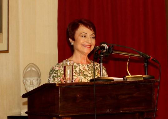 Στο βήμα η ποιήτρια κα Ζέττη Σκάρπα Κόρντισε.