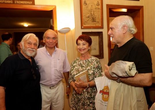 Η ποιήτρια κ. Ζέττη Σκάρπα Κόρντισε και εκλεκτές παρουσίες.