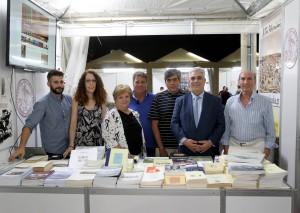 Ο Αντιδήμαρχος Αθηναίων και Πρόεδρος του Συλλόγου με μέλη του Διοικητικού Συμβουλίου στο περίπτερο του Συλλόγου των Αθηναίων.