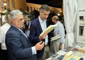 Ο Δήμαρχος Αθηναίων κ. Κώστας Μπακογιάννης στο περίπτερο του Συλλόγου.