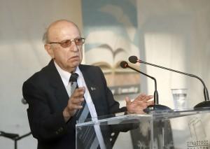 Ο συγγραφέας κ. Νικόλαος Παραδείσης στο βήμα.