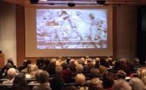 Άποψη της αίθουσας του Μουσείου Ακροπόλεως κατά τη διάρκεια της προβολής του ντοκιμαντέρ σχετικά με το ταξίδι των Γλυπτών του Παρθενώνος.