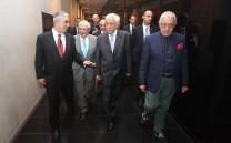 Ο Πρόεδρος της Ελληνικής Δημοκρατίας κ. Προκόπιος Παυλόπουλος, ο Πρόεδρος του Μουσείου Ακροπόλεως κ. Δημήτριος Παντερμαλής, ο Βουλευτής Α' Αθηνών κ. Νικήτας Κακλαμάνης και ο Πρόεδρος του Συλλόγου των Αθηναίων κ. Ελευθέριος Σκιαδάς κατά την έξοδό τους από το Μουσείο της Ακροπόλεως.