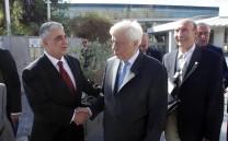 O Πρόεδρος της Ελληνικής Δημοκρατίας κ. Προκόπιος Παυλόπουλος χαιρετά τον Πρόεδρο του Συλλόγου των Αθηναίων κ. Ελευθέριο Σκιαδά κατά την αποχώρησή του από το Μουσείο της Ακροπόλεως.