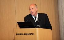 Ο Δρ. Δημήτριος Κουρκουμέλης κατά τη διάρκεια της εισηγήσεώς του.