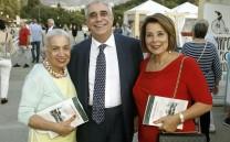 Ο Αντιδήμαρχος Αθηναίων και Πρόεδρος του Συλλόγου κ. Ελευθέριος Σκιαδάς με την Πρόεδρο του Συλλόγου Φίλων του Μεροπείου Ιδρύματος κ. Έλια Θανογιάννη και το μέλος του Συλλόγου κ. Ειρήνη Ξακουστή.